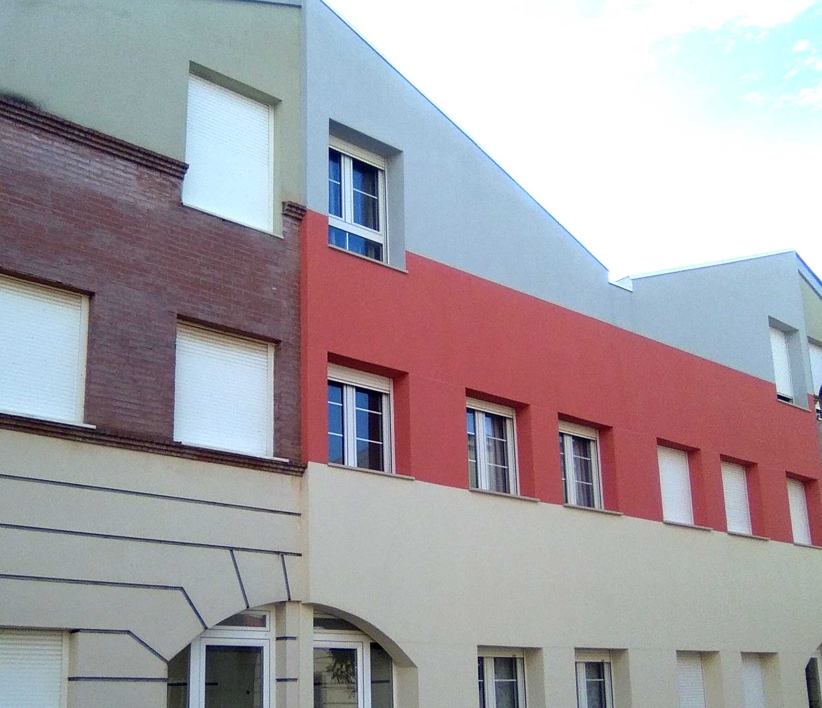 Materiales fachadas trendy fachada sp line completa los - Materiales para fachadas exteriores ...